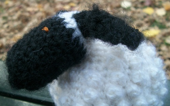 Chubby Sheep, free crochet pattern by Underground Crafter