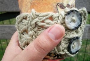 Broomstick Lace Mug Hug, free crochet pattern by Underground Crafter
