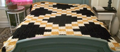 Double Irish chain granny square blanket on Underground Crafter blog