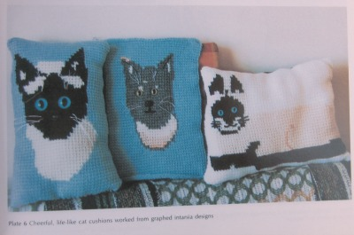 Tricot Crochet cat pillows