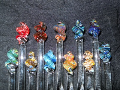 Colorful Glass Knitting Needles by Bending Flow Designs