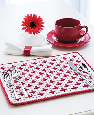 Interlocking Crochet Reversible Placemat, free crochet pattern by Tanis Galik. Published in Knit and Crochet Now! Season 5. Image (c) Annie's.