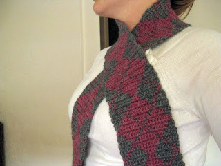 Simple Argyle Scarf by My Sweet Old Etcetera - roundup of 15 free tapestry crochet patterns on Underground Crafter