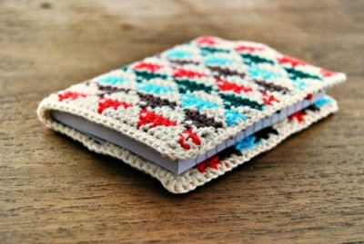Tapestry Crochet Small Triangles by De Estraperlo, roundup of 15 free tapestry crochet patterns on Underground Crafter