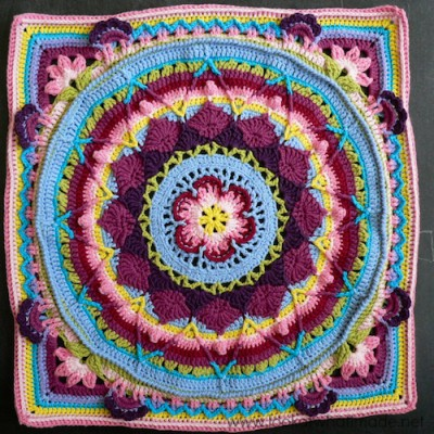From the free Sophie's Universe CAL by Dedri Uys.