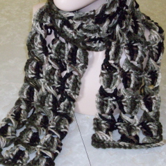Broomstick Lace Chunky Crochet Scarf, free crochet pattern by CrochetN'Crafts.