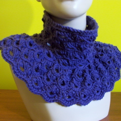 Broomstick Lace Cowl, free crochet pattern by CrochetN'Crafts.