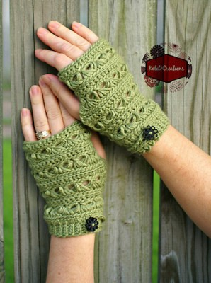 Broomstick Lace Fingerless Gloves, crochet pattern by Kati Donahue (for sale).