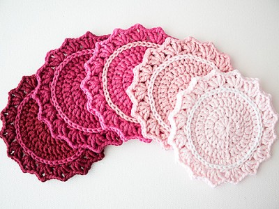 Set of Ombre Coasters, free crochet pattern and photo tutorial by Marinke Slump.
