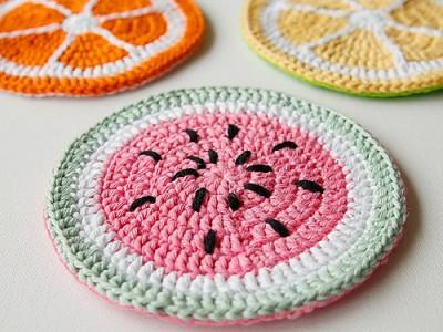 Tutti Frutti Potholders, free crochet pattern and tutorial by Marinke Slump.