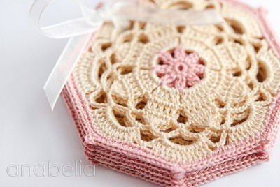 Vintage Coasters, free crochet pattern by Anabelia Handmade.