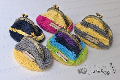 Coin Purse, free crochet pattern by Alessandra Hayden.
