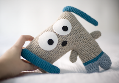 Doguie the Dog, free crochet pattern in English and Spanish by El Gallo Bermejo.