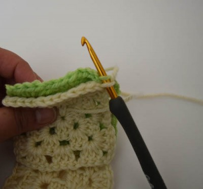 #HowTo join granny squares with slip stitch on #Crochet #TipsTuesday with @ucrafter