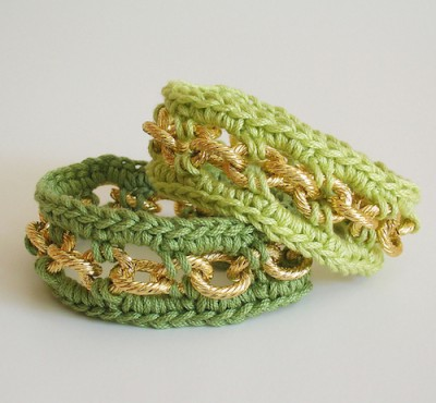 Bracelet with Chain, free crochet pattern with photo tutorial in English and Spanish by Maria Isabel.
