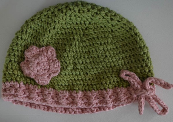 Drawstring Beanie with Yarrow Flower, free #crochet pattern in 7 sizes by Underground Crafter