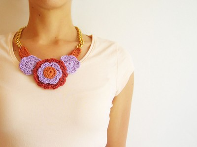 Flower Necklace 2, free crochet pattern in English, Spanish, and stitch symbols by Maria Isabel.