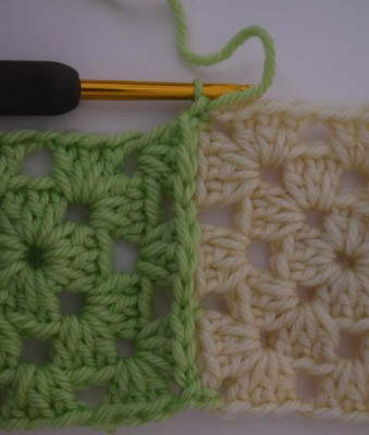 How to connect granny squares using join-as-you-go (JAYG) on Underground Crafter TipsTuesday