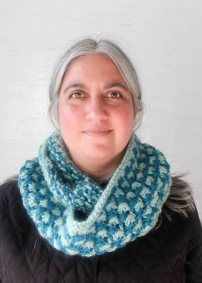 Free knitting pattern: Ocean Star Infinity Scarf in Patons Classic Wool Roving by Underground Crafter | Bulky yarn and an easy, openwork star stitch combine to form a great last-minute gift or quick project for when cold weather strikes!