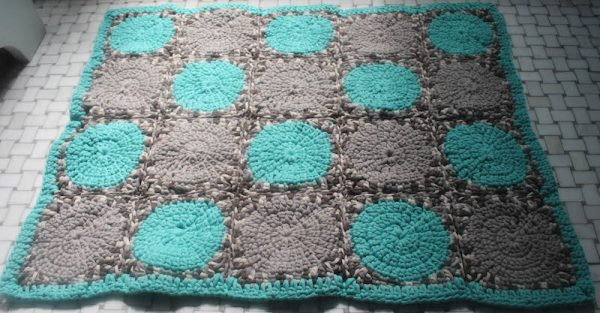 Free crochet pattern: Face the Day Bathmat in Bernat Maker Home Dec yarn by Underground Crafter | This vibrant motif bathmat will make you smile and get you ready for a new day. The cotton blend yarn is soft on your feet and easy to wash and dry in the machine.