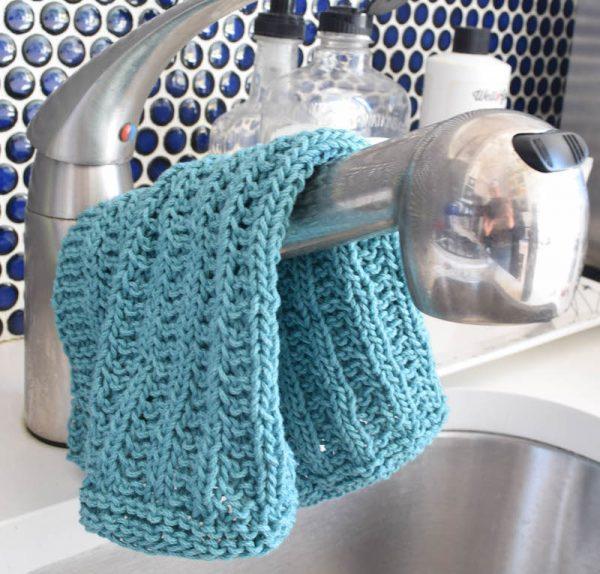 Garter Rib Stitch Dishcloth, free knitting pattern in Lion Brand 24/7 Cotton yarn with video tutorial by Underground Crafter | Knitted Kitchen Blog Hop: Learn A New Stitch Dishcloth Series 2017 (48 free dishcloth patterns with tutorials) #knittedkitchen