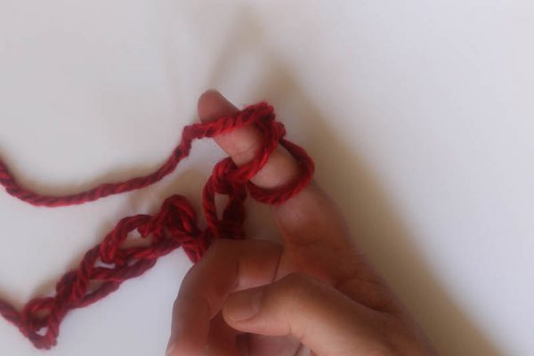 How To Finger Crochet by Underground Crafter | Finger crochet is a great way to enjoy crochet when you don't have a hook on hand (or, when your hook isn't the right size for your yarn). It's also a great way to teach crochet, since your fingers only have to focus on the mechanics of the stitches and not on how to hold the hook. Learn the basics in this photo tutorial.
