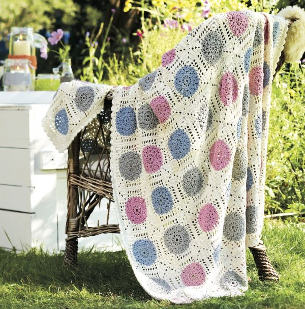 Free crochet pattern: Throw by Rosa P. from Great New Ways with Granny Squares via Underground Crafter