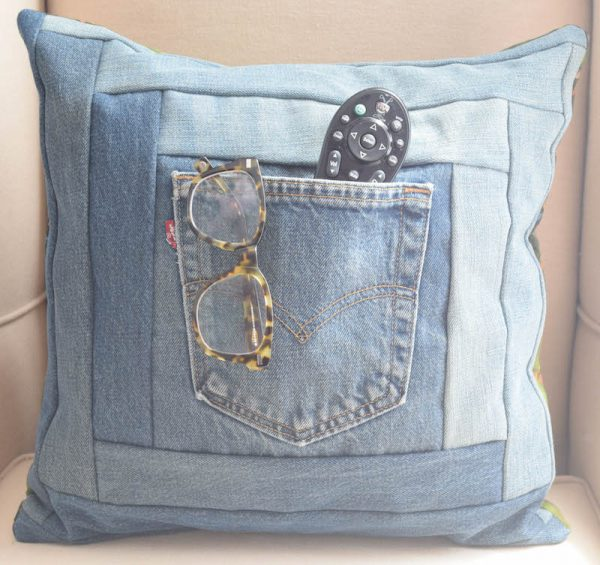 DIY Denim Traditional Log Cabin Pocket Pillow tutorial by Underground Crafter | Grab some jeans headed for the scrap pile and make yourself a plush pocket pillow with a Fairfield Decorator's Choice Luxury Pillow Form.