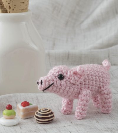 crochet pig with chocolates | AmiguruME Pets by Allison Hoffman book review and Pig pattern excerpt via Underground Crafter