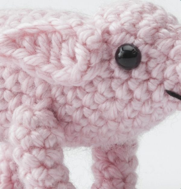 crochet pig close up of safety eyes | AmiguruME Pets by Allison Hoffman book review and Pig pattern excerpt via Underground Crafter