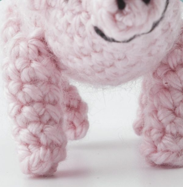crochet pig close up of mouth | AmiguruME Pets by Allison Hoffman book review and Pig pattern excerpt via Underground Crafter