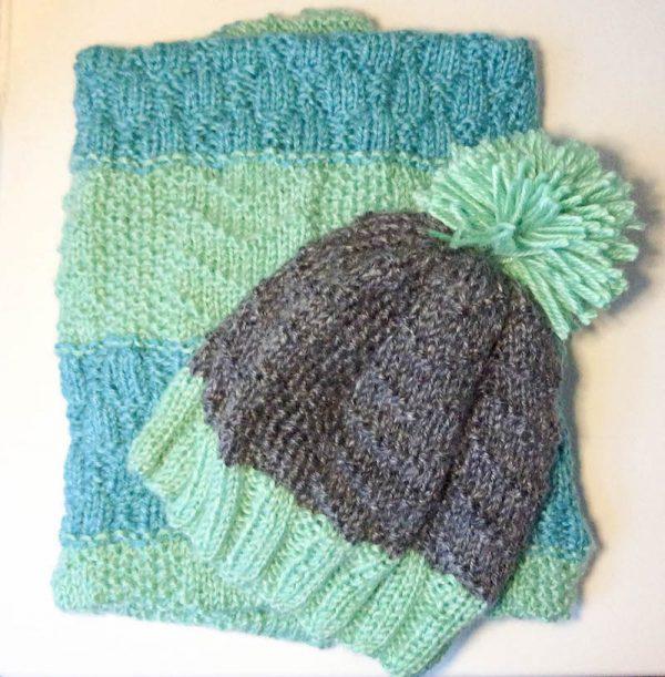 Bird Tracks Beanie and Baby Bird Blanket, free knitting patterns in Lion Brand Heartland by Underground Crafter