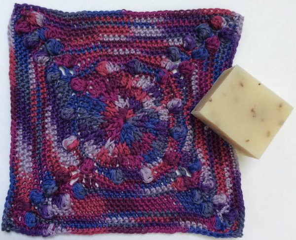 Free crochet pattern: Bobble Berry Washcloth by Underground Crafter | CAL Central 2018 Washcloth Crocht Along