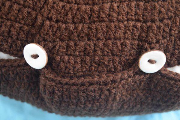 Free crochet pattern: Kodiak Bear Pillow Pal by Underground Crafter - buttons
