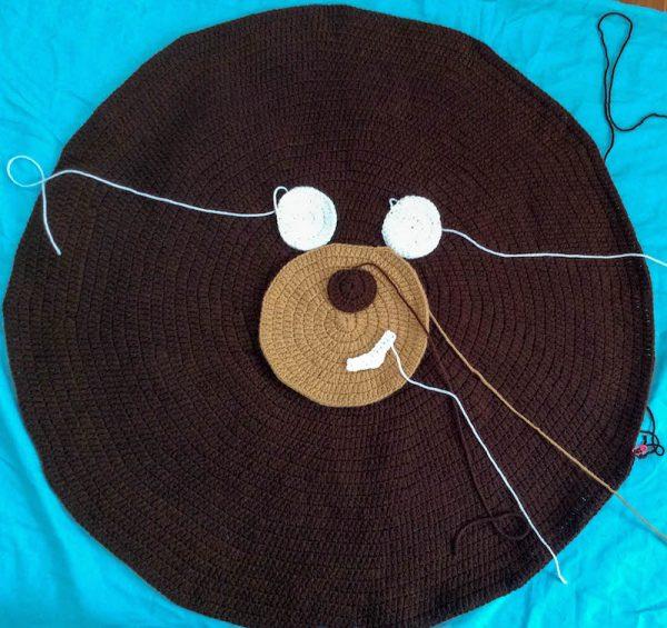 Free crochet pattern: Kodiak Bear Pillow Pal by Underground Crafter - positioning facial features