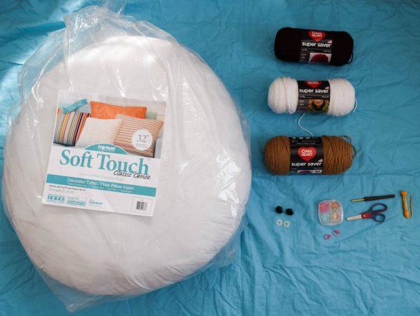 Free crochet pattern: Kodiak Bear Pillow Pal by Underground Crafter - supplies