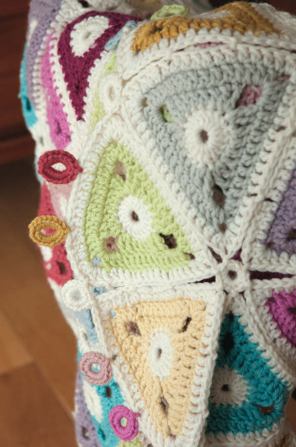 Granny Squares & Shapes by Susan Pinner - book review with Triangle Lap Blanket pattern excerpt on Underground Crafter - Triangle Lap Blanket closeup