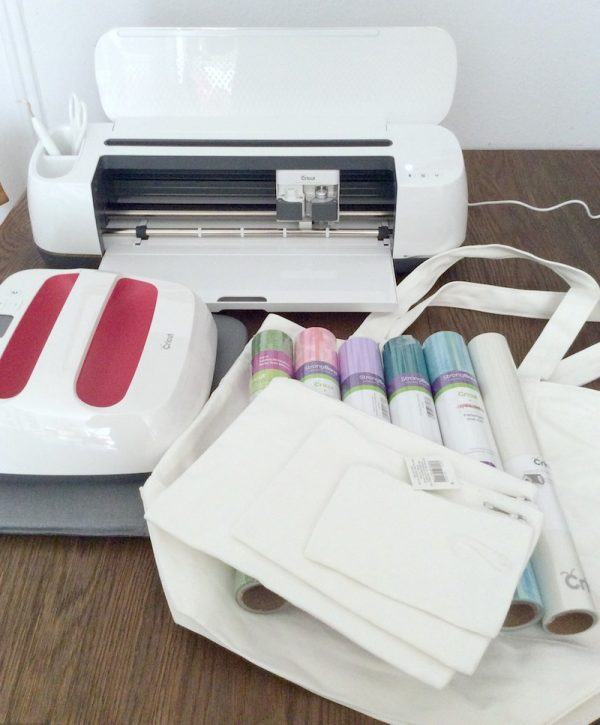 How To Make a Custom Makers Gonna Make Iron-On Bag with Cricut EasyPress 2 by Underground Crafter - materials