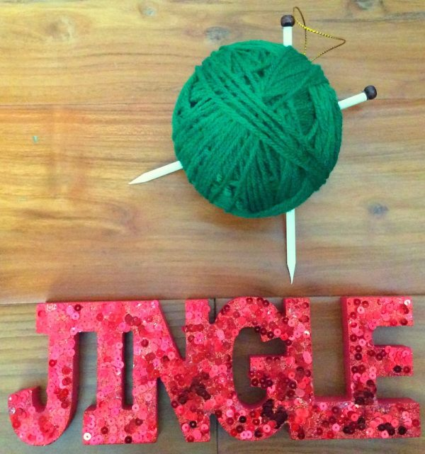 How To Make a Handmade Yarn with Knitting Needles Ornament with Hot Glue - tutorial by Underground Crafter - finished project on wood with jingle sign