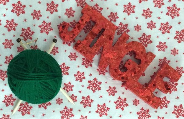 How To Make a Handmade Yarn with Knitting Needles Ornament with Hot Glue - tutorial by Underground Crafter - finished project styled with jingle sign