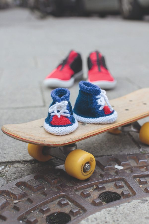 Free knitting pattern: Basketball Shoes booties by Helga Spitz (excerpted with permission from Classic Kicks for Little Feet: 16 Knitted Shoe Styles for Baby's First Year) via Underground Crafter | shoes on skateboard