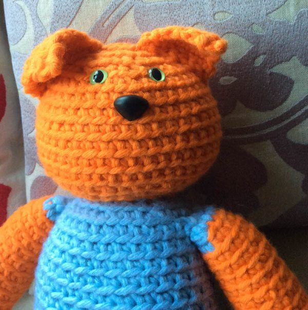 Free crochet pattern: Kitty in a Romper in Paintbox Yarns Wool Mix Chunky yarn stuffed with Fairfield Poly-Fil Royal Silk Fiber Fill by Underground Crafter - cat amigurumi with ears down