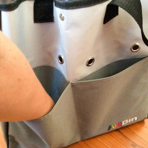 ArtBin Yarn Tote review by Underground Crafter | ArtBin Yarn Tote front pockets