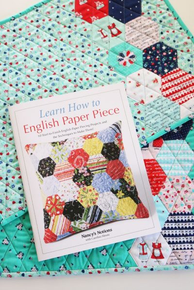 Learn How to English Paper Piece by Carolina Moore book review on Underground Crafter - Hexi Placemats