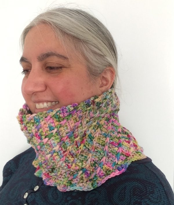 Free crochet pattern: Diagonal Swirl Cowl in BellaTuBoheme Caterpillar DK yarn by Underground Crafter