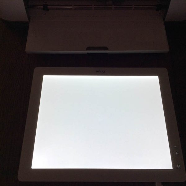 Cricut Basics: Get To Know the Cricut BrightPad with 9 BrightPad Projects via Underground Crafter | Cricut Maker with illuminated Cricut BrightPad