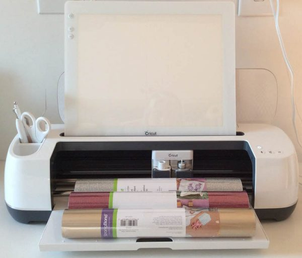 Cricut Basics: Get To Know the Cricut BrightPad with 9 BrightPad Projects via Underground Crafter | Cricut Maker with Cricut BrightPad, vinyl, weeder and scissors