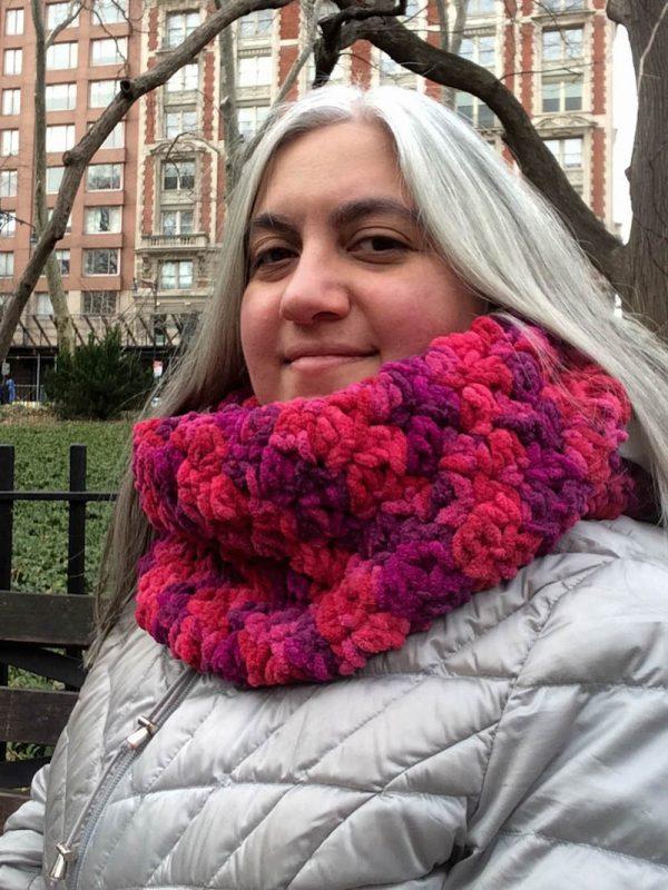 Free crochet pattern: Smoothie Infinity Scarf in Red Heart Sweet Home yarn by Underground Crafter