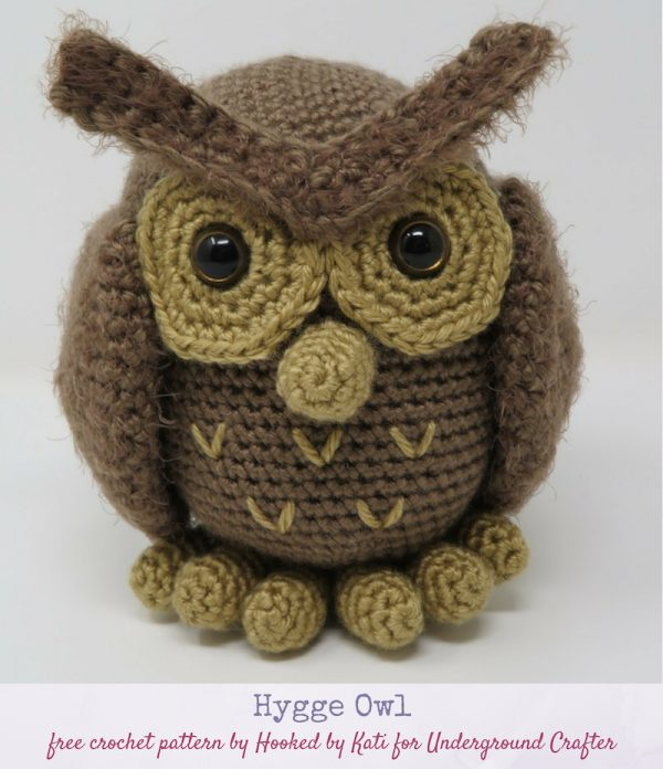 Hygge Owl, free crochet pattern in Red Heart Soft and Hygge yarns by Hooked by Kati via Underground Crafter