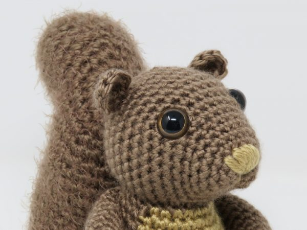 Hygge Squirrel, free crochet amigurumi pattern by Hooked by Kati for Underground Crafter - Squirrel face detail
